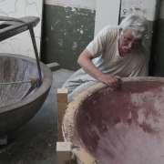12 Gérard examine la piece
