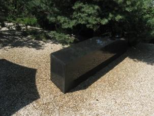 banc en béton noir - Vésenaz 2007 AB jardin paysagisme
