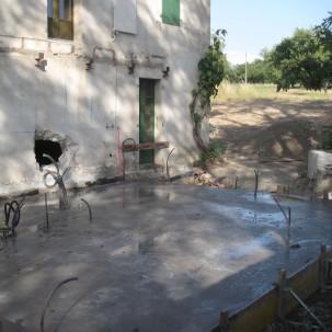 coulage d'une dalle pour l'extension d'un bâtiment