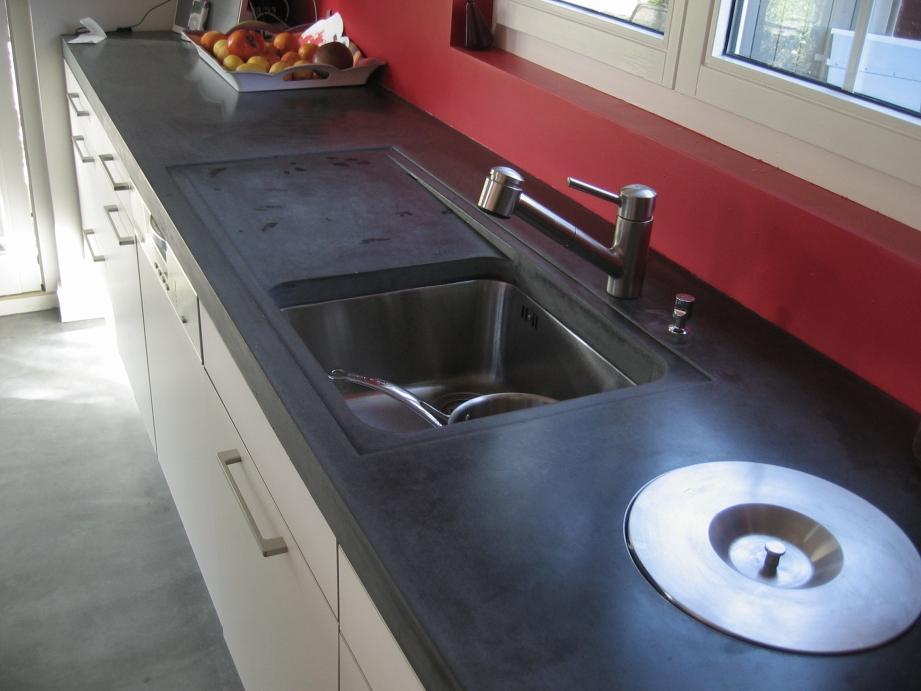 'Façon d'égouttoir et poubelle a compost intégrée' Arnex 2006 cuisine Art