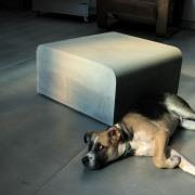 'Milos' petite table sur roulettes invisibles - Atelier Form|c