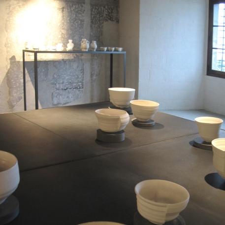 'Tables de présentation en béton noir et métal' Exposition de Philippe Barde - château de Nyon 2006